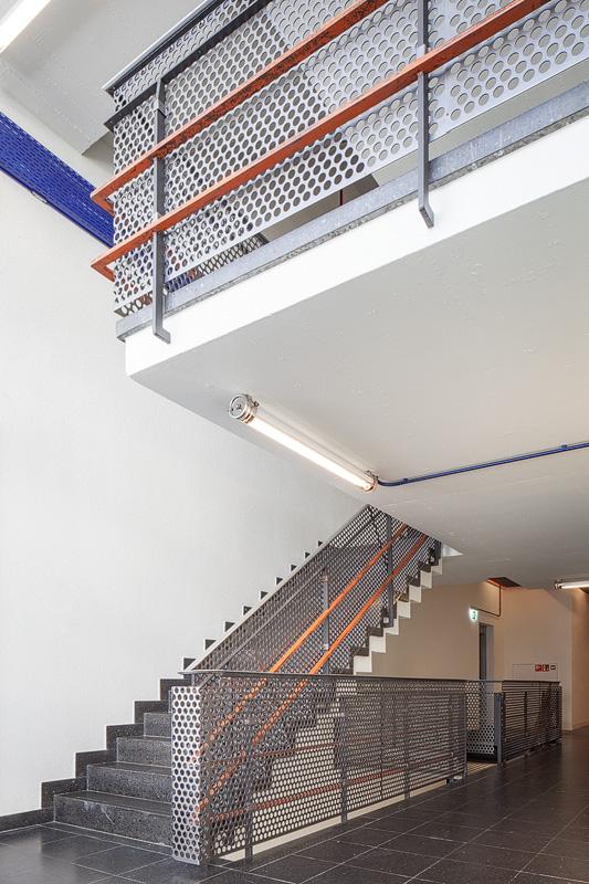 Nimbus Architekten Michael Bühler Lukas Schaffhuser Schulraumprovisorium Albisriederstrasse Zürich Treppenhaus