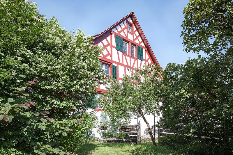 Nimbus Architekten Michael Bühler Lukas Schaffhuser Renovation Bauernhaus Adliswil Gartenansicht